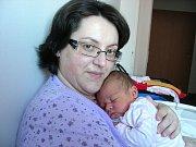 Jméno Denisa Doubravka vybrali manželé Jiřina a Libor Brůčkovi pro prvorozenou dcerku, která se narodila 12. prosince a v ten den se mohla pochlubit pěknou váhou 4,51 kg a mírou 56 cm. Rodiče si Denisku odvezou do Berouna.