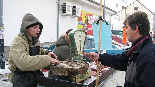 Prodejci kaprů mrazu odolali