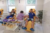 """V pondělí darovali fotbalisté FK Hořovicko krev. """"Nejprve dáme krev, pak získáme body,"""" zněl jejich slogan, se kterým půjdou i do pátečního třetiligového duelu s Domažlicemi. Odhodlalo se jich hned pět, někteří další se vydávají samostatně a v budoucnu ch"""