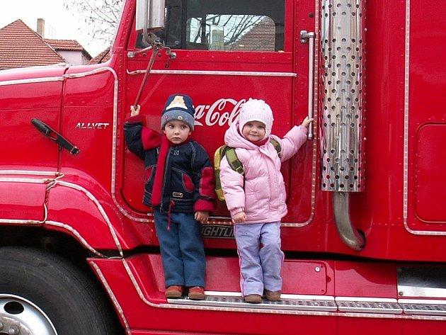 Vánoční kamion přinesl dětem spoustu zábavy a dárečků