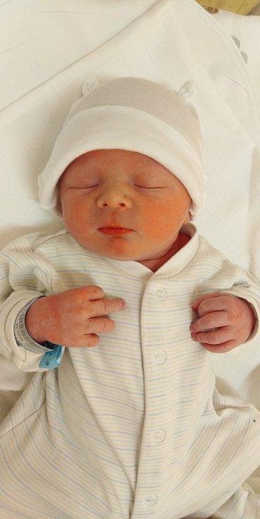 Matyáš Míchal se narodil 31. května 2021 ve 2. 31 hodin v čáslavské porodnici. Vážil 3390 gramů a měřil 50 centimetrů. Doma v Čáslavi ho přivítali maminka Tereza a tatínek Josef.
