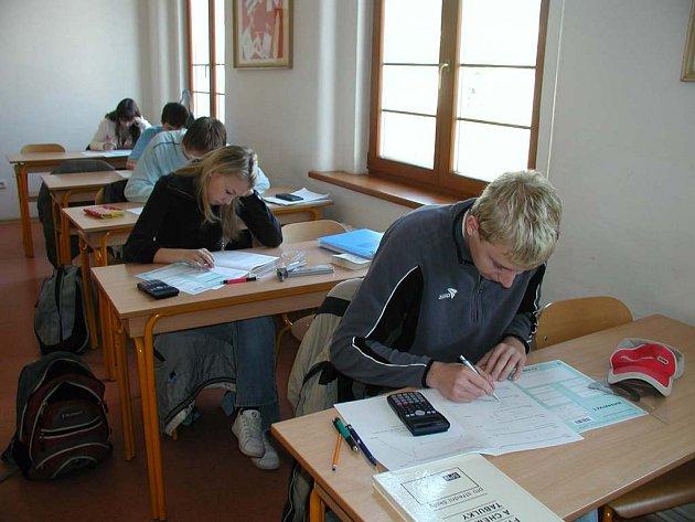 Mnozí studenti středních škol možnost vyzkoušet si maturitu nanečisto přivítali.
