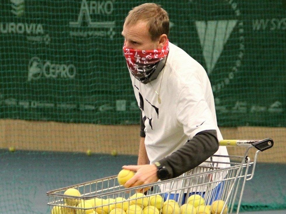 Z tenisového tréninku dětí.