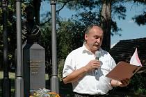 Úvodní slovo pronesl před památníkem Josefa Jungmanna starosta Hudlic Pavel Hubený.