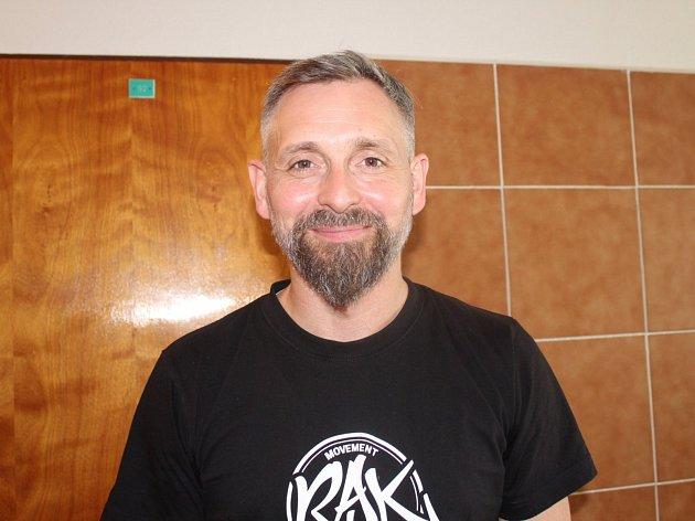 Jan Liška tancoval roky v muzikálech. Nyní se věnuje tanečnímu centru R. A. K. Beroun.