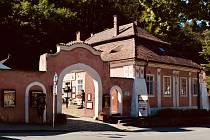 Infocentrum U betléma v centru městyse Karlštejn.
