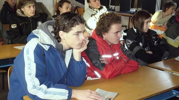 Žáci devátých tříd se v lavicích zajímali o možnosti studia na Střední odborné škole a učilišti v Hořovicích