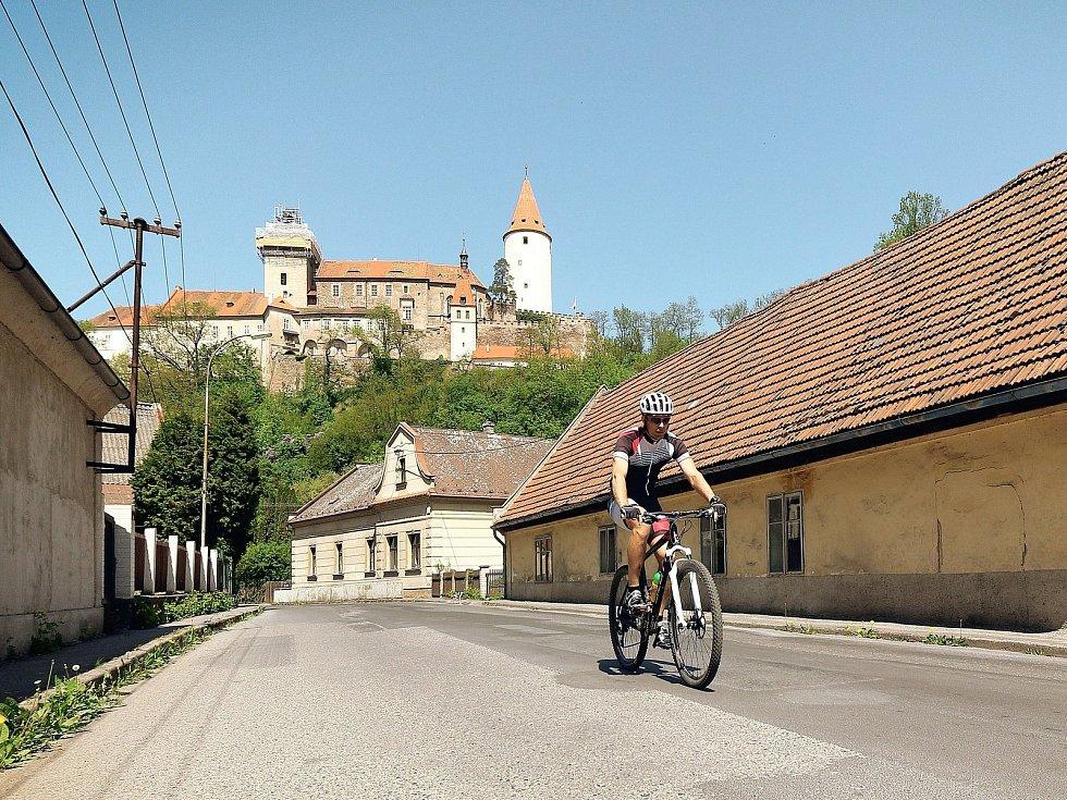 Bike Hero, krásný cyklistický okruh kolem Berounska a Rakovnicka zavádí účastníky na čtyři hrady, ale rozhledny a další skvělé destinace.