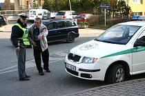 Po incidentu policisté na křižovatce zajišťovali místo nehody