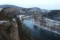 Poslední záchvěvy zimy na řece Berounce.