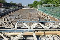 Průjezdná je nyní dálnice D5 mezi Berounem a Prahou – u Chrášťan na Praze-západ: v místě opravovaných mostů se jede bez omezení.