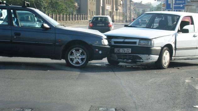 Dopravní nehoda zacpala berounskou křižovatku