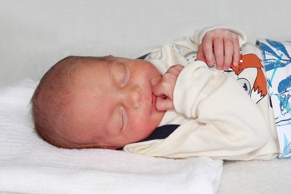 Adéla Pokorná se narodila 9. července 2021 v Příbrami. Vážila 2320g a měřila 47cm. Doma v Kosové Hoře ji přivítali maminka Kateřina, tatínek Jaroslav a dvouletý Jaroslav.