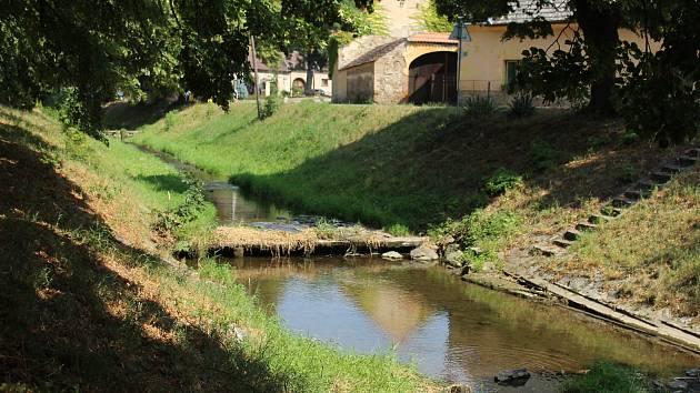 Hladiny Berounky, Litavky a Červeného a Stroupinského potoka jsou značně pod průměrem.