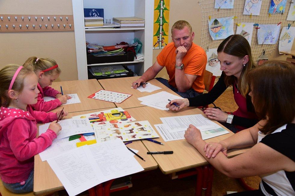 Základní škola v Králově Dvoře i v Počaplech čelila velkému náporu budoucích prvňáčků. Ve  středu se zde konaly zápisy do prvních tříd.