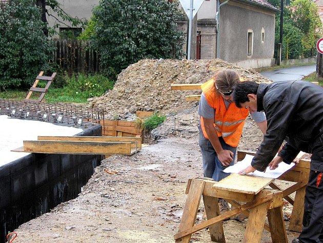 Oprava mostu uzavřela Skřipel