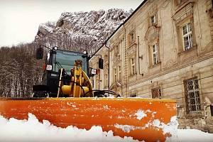 Sněhový pluh ve Svatém Janu pod Skalou.
