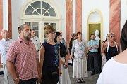 Zahájení nového prohlídkového okruhu si nenechaly ujít desítky návštěvníků.