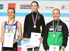 Bára Stýblová (uprostřed) si doběhla pro juniorský titul na silnici v Běchovicích.