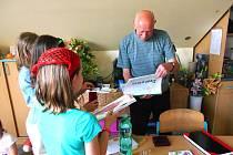 PAVEL Volf měl z dárečků od dětí velkou radost.