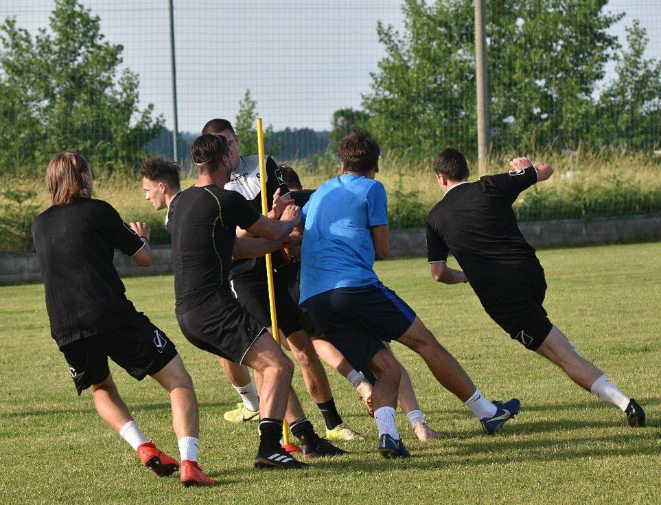 Fotbalisté Oseka již začali přípravu na novou sezonu v krajském přeboru.