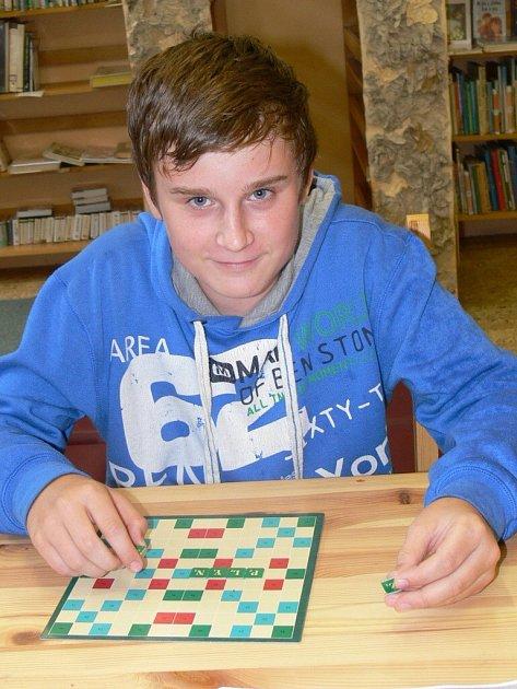 Vyzkoušet si hru a dovědět se víc o jejích pravidlech přišel do knihovny i čtrnáctiletý Vladimír Fialek ze Strakonic.