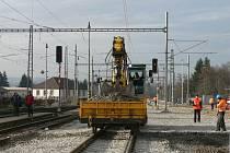 Železniční stanice v půlce rekonstrukce.
