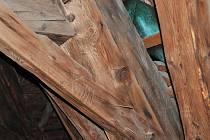 Cihla, dřevo, kámen III.