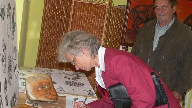 Výstava Nejen výstava v obrazech proběhla v rámci Řepických pouťových slavností.