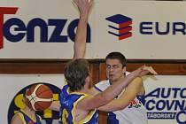 Basketbalisté SKB Strakonice si připsali cenný skalp - vedoucí Teplice porazili 66:63.