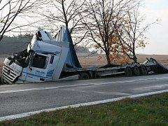 Havarovaný kamion u Cehnic.