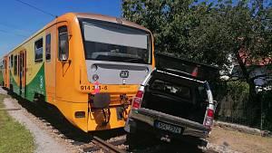 Vlak se na Strakonicku srazil s osobákem