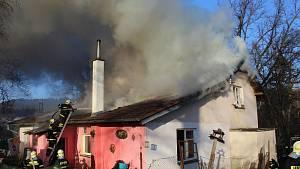 Požár připravil o střechu nad hlavou pět rodin.