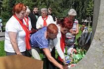 V pondělí 6. července 2020 se sešli lidé a zástupci tří církví ve Strakonicích v Rennerových sadech, aby společně uctili památku mistra Jana Husa, který byl upálen před 605 lety.