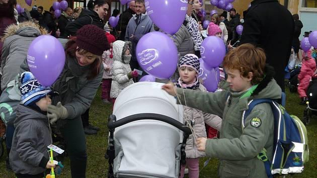 Vypouštění balonků s přáním Ježíškovi v Berušce.