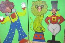 Letošní XVII. Společenský ples v Cehnicích se nesl v duchu Cirkusu. Místní kulturní dům se díky výzdobě proměnil v šapitó a hosté si mohli zajezdit i na jednokolce nebo se vyfotit s veselou výzdobou.
