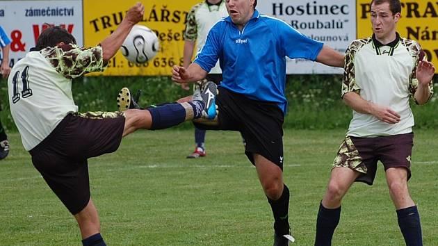 Okresní přebor: V derby Poříčí - Střelské Hoštice byli jasně lepší domácí, vyhráli 6:1.