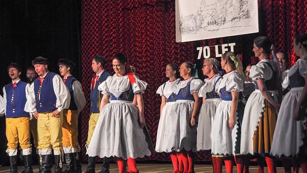 Prácheňský soubor písní a tanců oslavil sedmdesát let svého působení v sobotu 30. listopadu ve strakonické sokolovně.