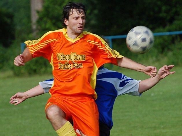 Bavorovský Šrámek se jedním gólem podílel na výhře svého týmu nad béčkem Oseku 3:0.