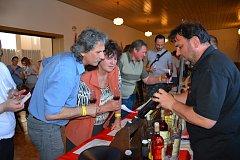 V Katovicích se v sobotu 21. dubna zpívalo, tančilo a koštovalo dobré vínko z Moravy.
