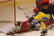 Strakoničtí hokejisté museli poprvé v sezoně sklonit hlavy, v 7. kole krajského přeboru doma podlehli Veselí nad Lužnicí 2:5.