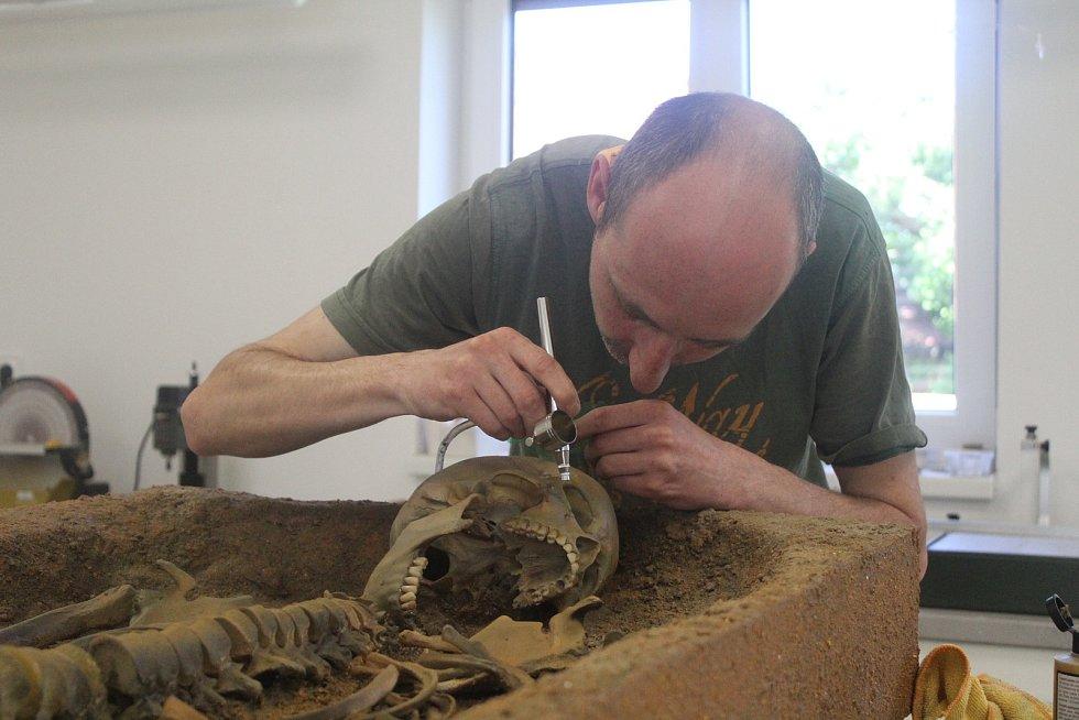 Pavel Böhm při práci.