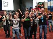 Skvělí strakoničtí fanoušci doprovodili tým do Velké Bystřice, kde tým stvrdil vítězství v I. lize. Strakonice bojují o extraligu, v sobotu hrají doma.