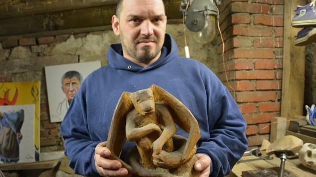 Kamenosochaře z obce Krašlovice u Vodňan Jaroslava Čejku znají pouze místní občané. Je to velká škoda. Jeho opracované balvany jsou uměleckým skvostem.