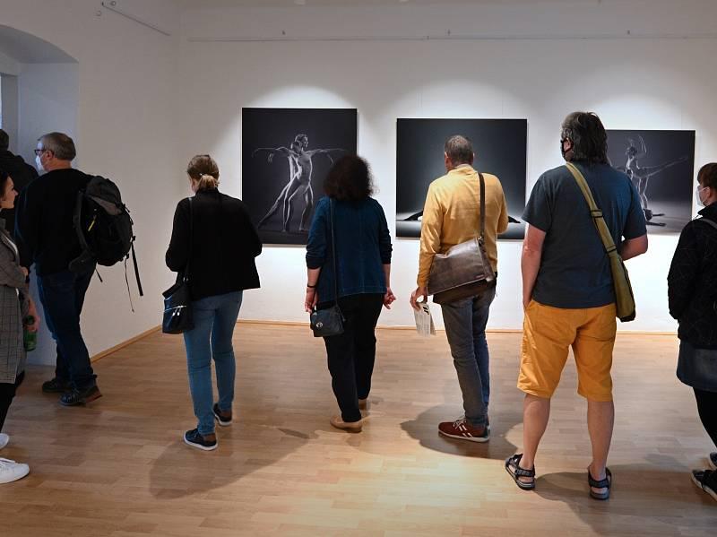 Rozsáhlá výstava uznávaného fotografa Pavla Brunclíka potrvá v Městském muzeu Blatná až do 21. listopadu.