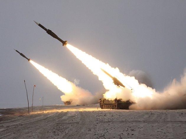 Vojáci ze strakonického 251. protiletadlového raketového oddílu absolvovali minulý týden ve spolupráci s dalšími příslušníky Armády ČR zápočtové střelby z protiletadlového systému 2K12 KUB.
