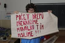 Jak se žilo v Čechách za minulého režimu, si vyzkoušeli žáci ze ZŠ ve Volyni.