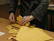 """""""Moc lidí volit nechodí,"""" shodli se v sobotu členové komise volebního okrsku č. 2."""