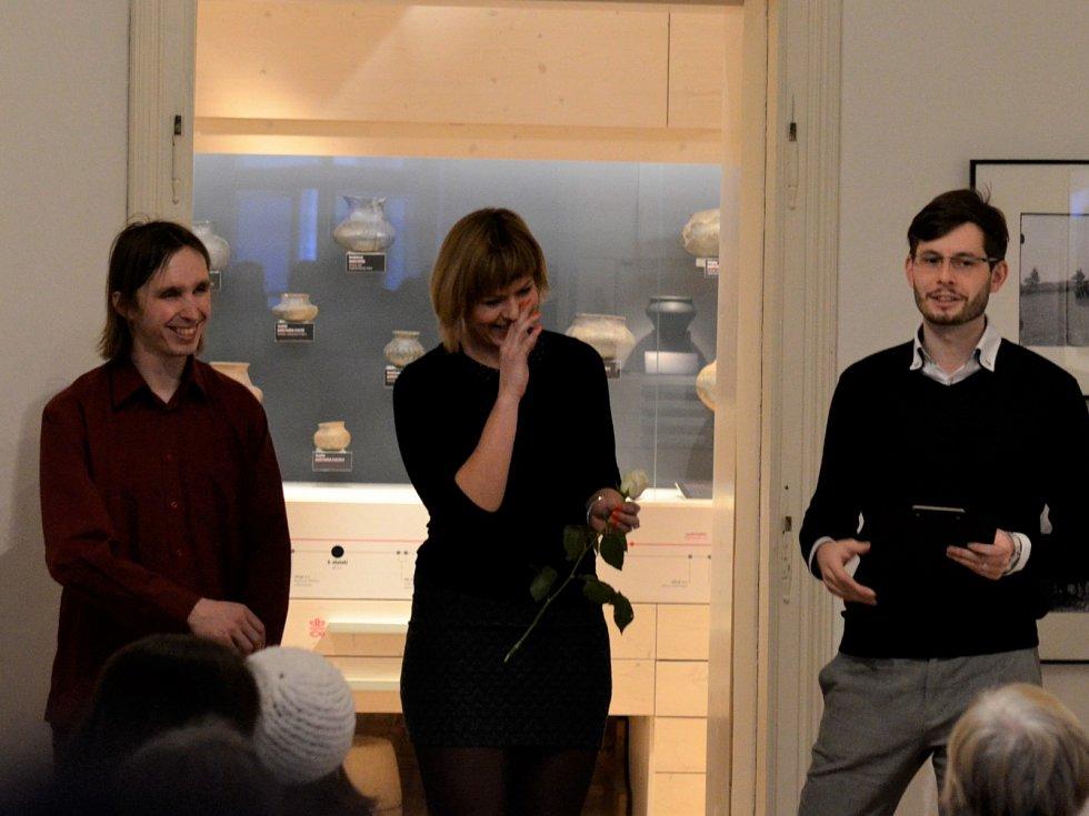 Autoři expozice Mgr. Taťána Fryštáková a Mgr. Petr Chlebec (vlevo) zahájili spolu s ředitelem CKVB Mgr. Edvardem Oberfalcerem slavnostní otevření II. části stálé muzejní expozice