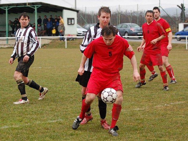 Fotbalové hřiště v Chelčicích využívají sportovci z Chelčic i okolí všech věkových kategorií.